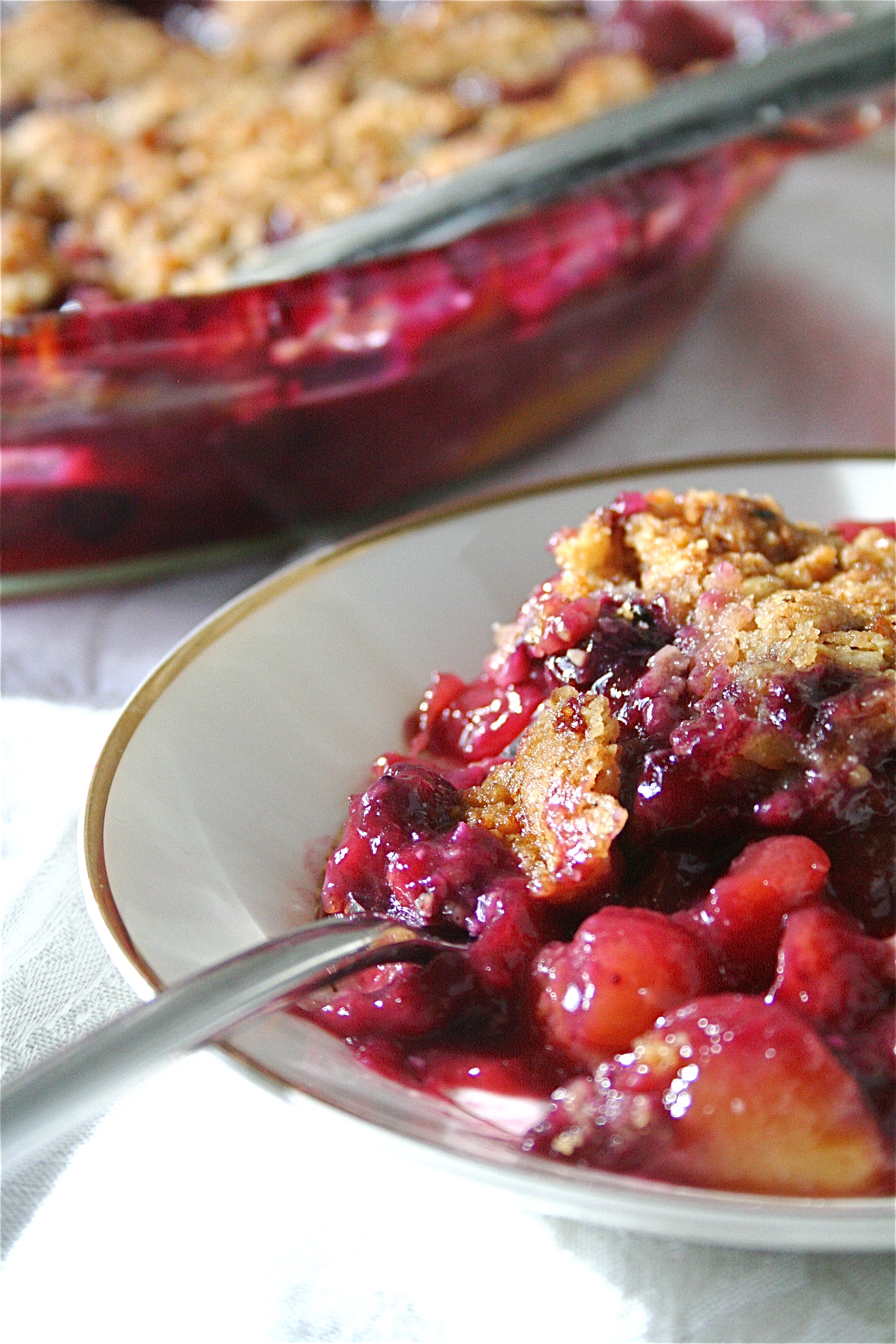 Peach And Blueberry Crisp | The Curvy Carrot