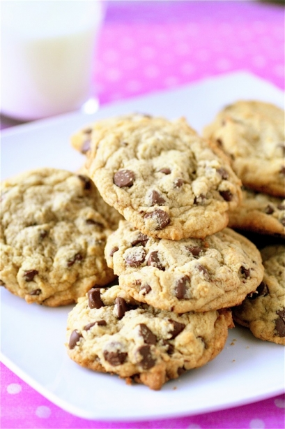 Soft And Chewy Chocolate Chip Cookies | The Curvy Carrot