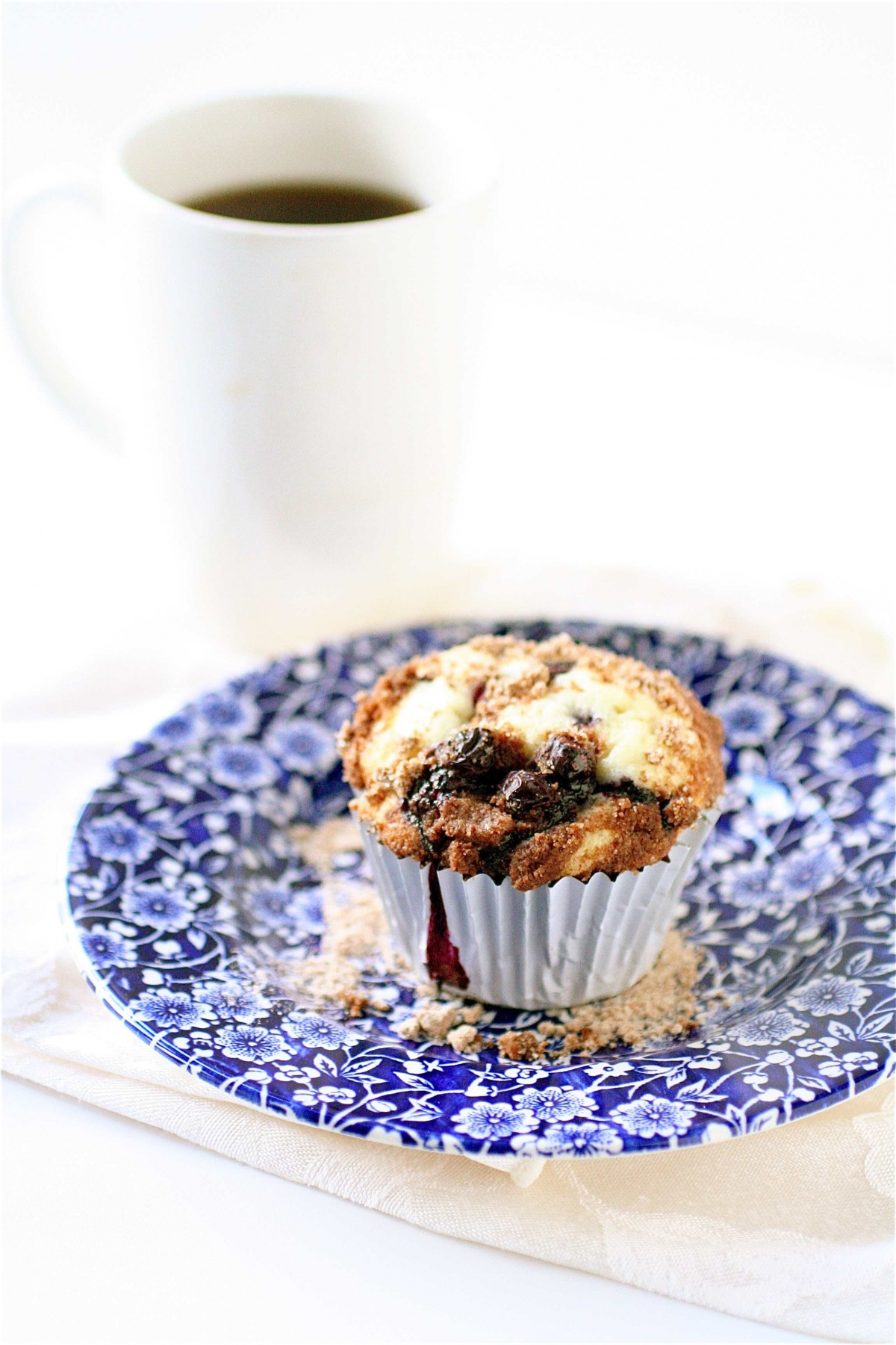 Blueberry Crumb Muffins | The Curvy Carrot