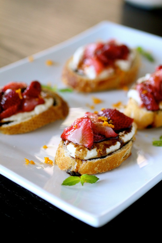 Roasted Strawberry And Ricotta Bruschetta | The Curvy Carrot