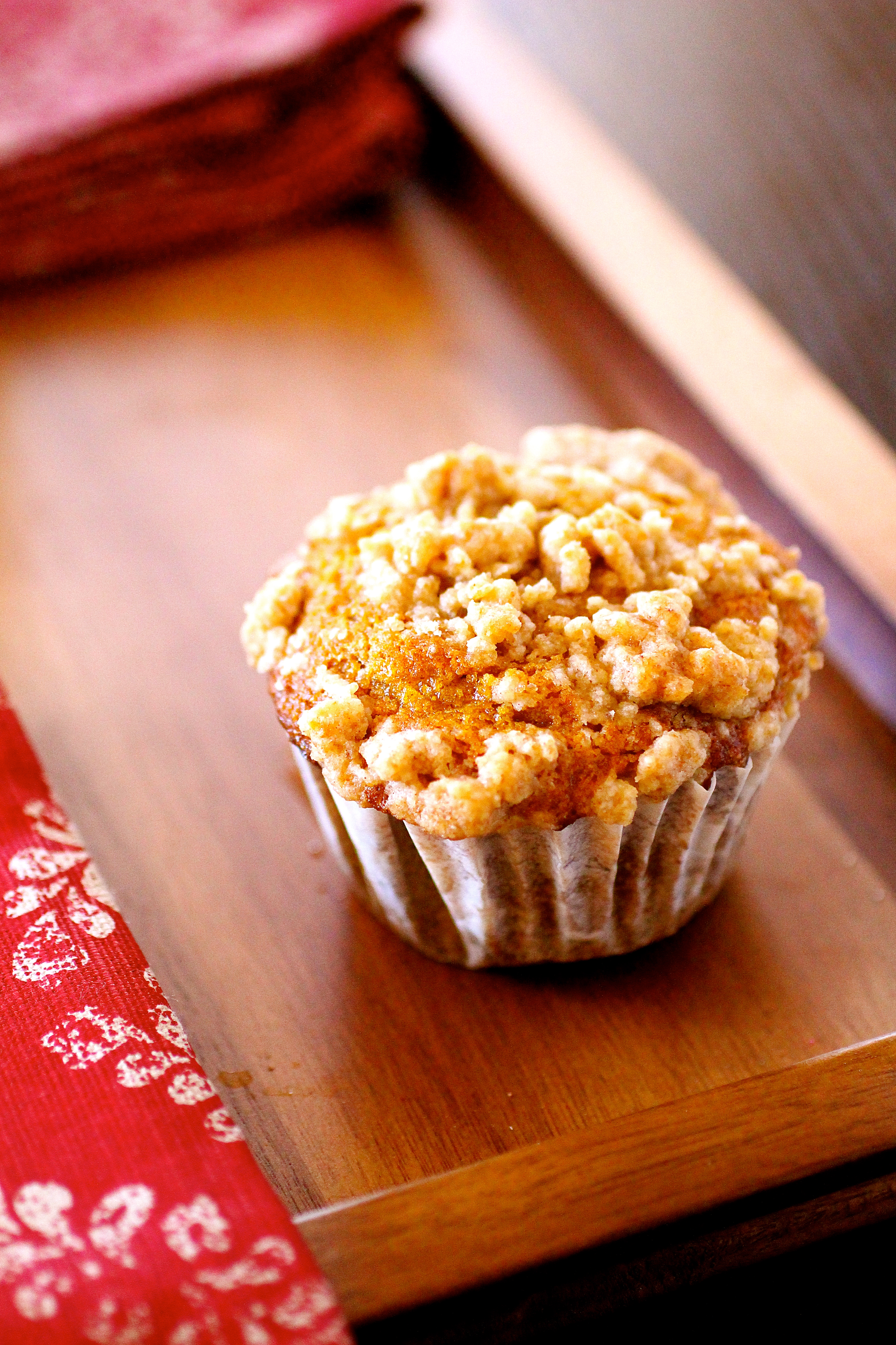 pumpkin spice muffins with cinnamon streusel topping