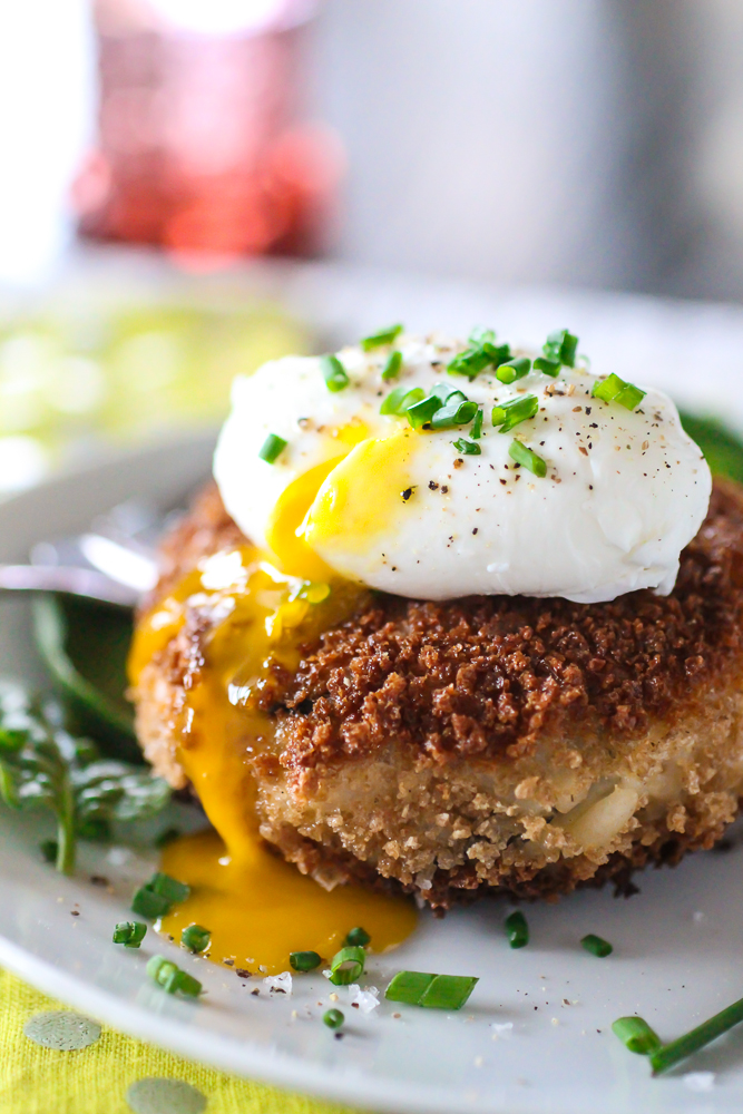Cheesy Risotto Cakes With Poached Egg | The Curvy Carrot